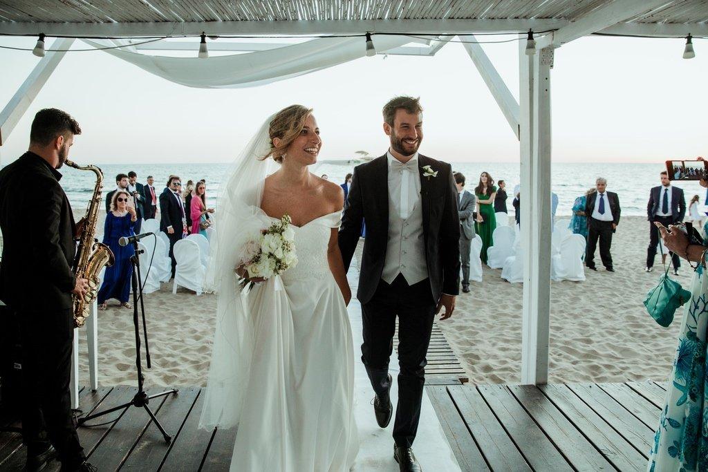 bride-groom-sunset-beach-wedding-Italy