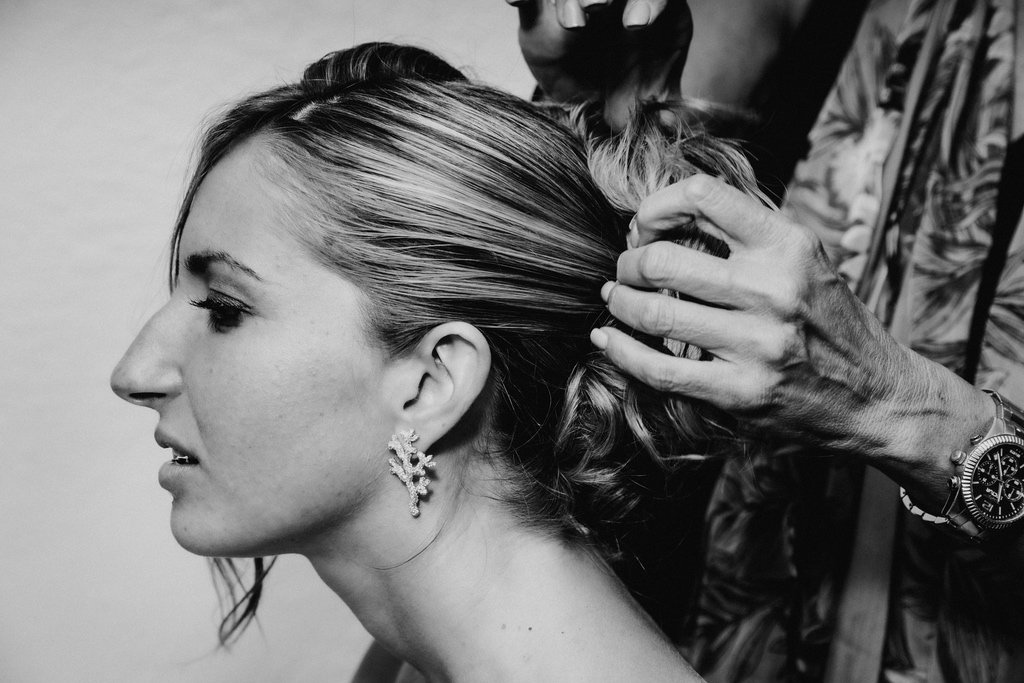 bridal-hairdo-pulled-up-hair-down-Italy-