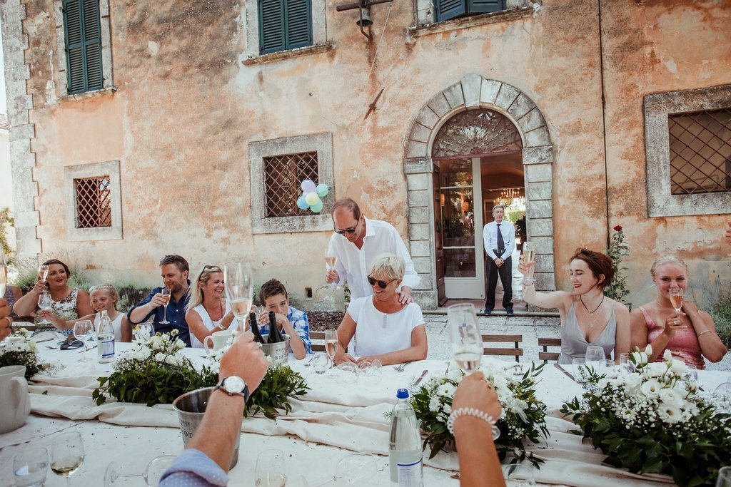 outdoor-country-tuscany-family-table-lunch