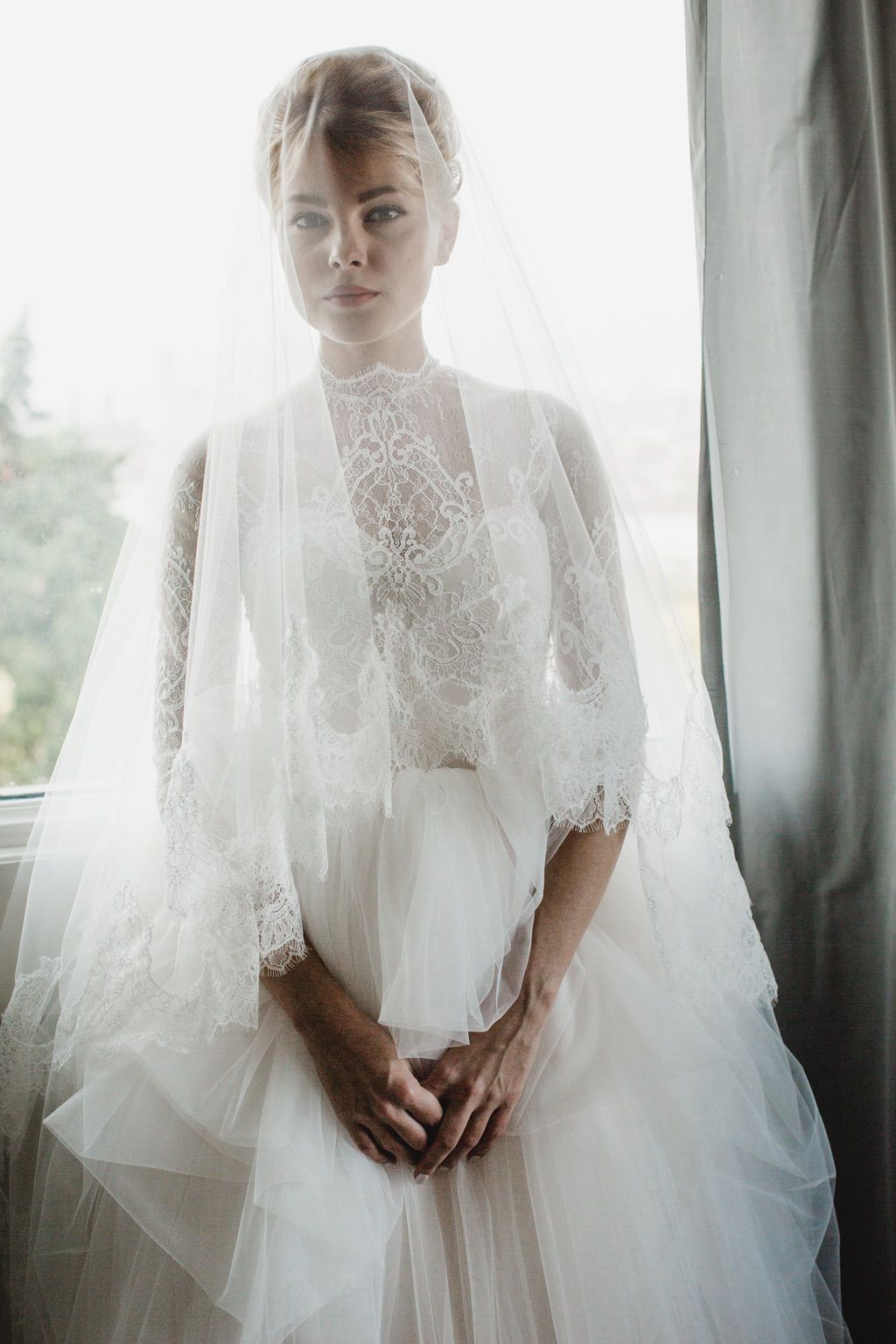 bride with veil and wedding dress portrait real wedding in Firenze Italy