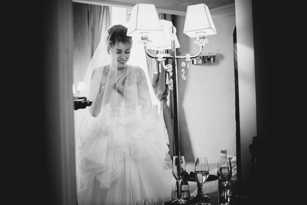 bride to be destination luxury wedding day in Firenze