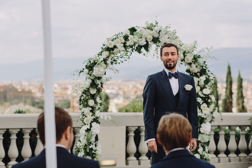 groom first look of his bride in Firenze