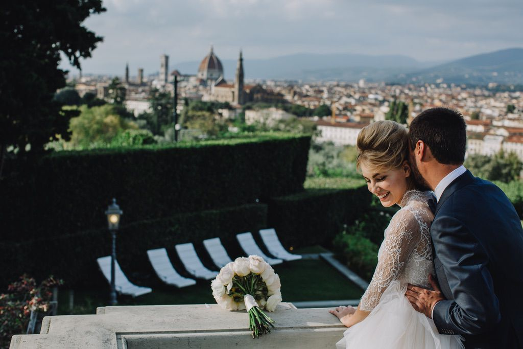 bride and groom newlyweds in Firenze Italy