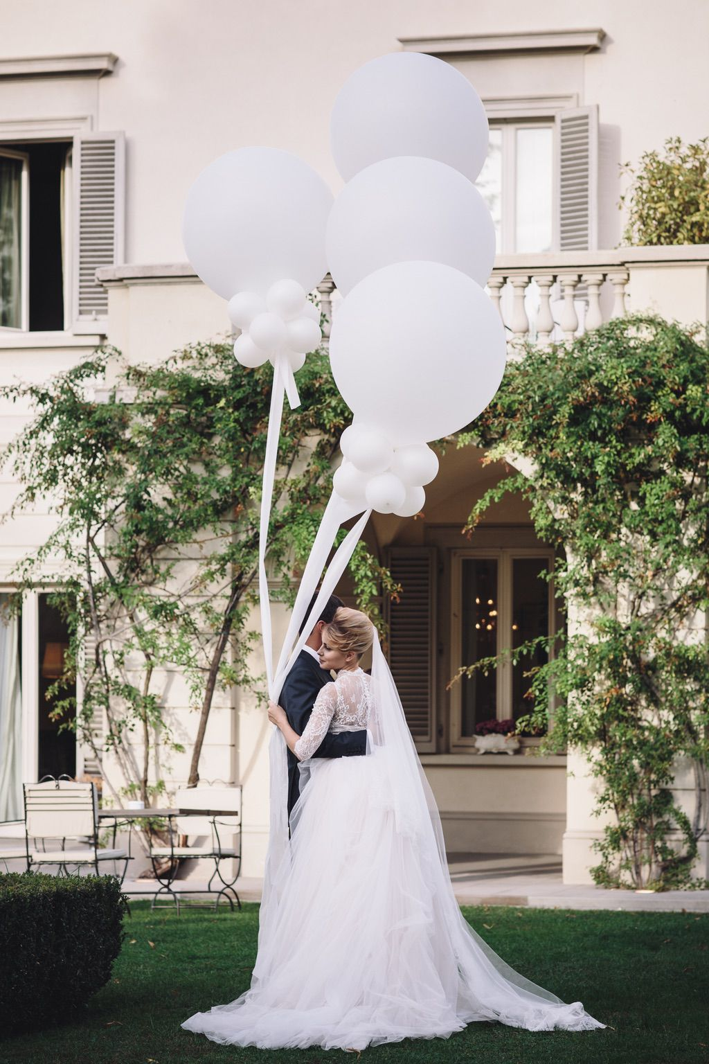 room photo session with balloons in Firenze Italy